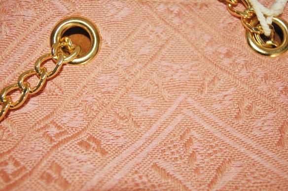 Detalle tejido brocado rosa